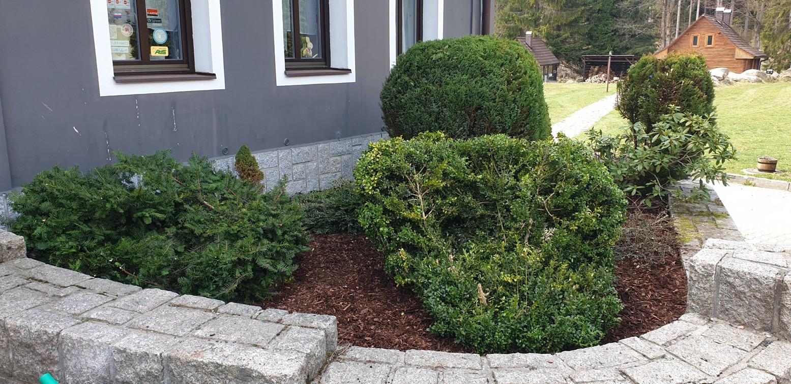 Zahradnické práce na Perle